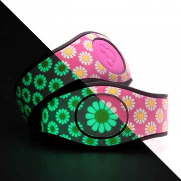 Glow in the Dark Daisy (Pink) MagicBand 2 Skin