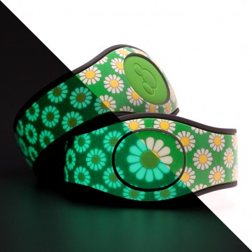 Glow in the Dark Daisy (Green) MagicBand 2 Skin